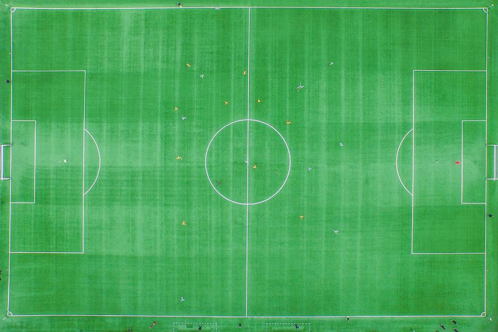 A futbolo lygos rungtynės tarp Vilniaus Žalgirio ir Trakų Trakai. Nuotrauka daryta su dronu.